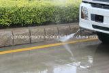 Carro que limpia con un chorro de agua con el carro de alta presión de la limpieza