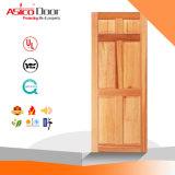 Portello di legno esterno della stanza dell'entrata