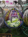 屋外のテラスの柳細工の藤の大人のハングの卵の振動椅子