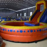 아이를 위한 수영장을%s 가진 거대한 팽창식 활주