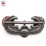中国の工場カスタム金属の骨董品の銀の翼の折りえりPinデザイン