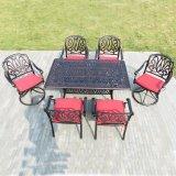 Tabella pranzante esterna della mobilia del giardino con le presidenze