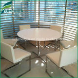 HPLの表ベースが付いている積層のレストランの/Fastの食糧テーブルの上
