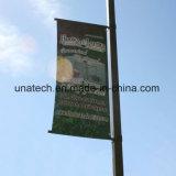 Im Freienbekanntmachenstraßenlaterne-Pole-Fahnen-Zeichen (BS67)