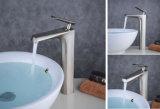 Hauteur du matériel de cuivres de style poignée unique bassin de la salle de bains Appuyez sur pour la porcelaine sanitaire