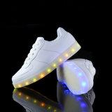 7可変性カラーと軽いLEDの靴を満たす電池式USB