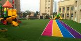 Relvado do jardim de infância, grama do jardim de infância, grama falsificada do jardim de infância, gramado artificial do jardim de infância