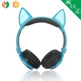 中国の工場最も新しいステレオ2側面の子供のための白熱ヘッドセット猫耳のヘッドホーンの卸売