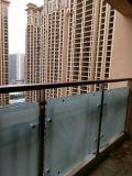 屋外の曇らされた緩和されたガラスの柵