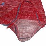 Raschelの網の純袋を詰めるポテトの果物と野菜