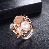 Anello registrabile della perla del cocktail della donna del branello bianco del polsino