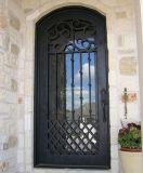 アーチ形にされた上の錬鉄エントリ倍の外部の前ドア