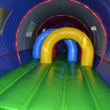 De opblaasbare Lange Trein van de Tunnel
