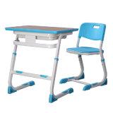MDFの上が付いている教育の家具の金属の学校の机そして椅子