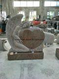 Het huilen Engel met het Monument van de Grafsteen van de Grafsteen van het Hart in Veelkleurig Rood Graniet