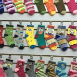 Prix bon marché caricature chaussettes de coton pour les enfants