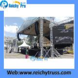 Reichy подгоняло ферменную конструкцию освещения и звука для промотирования