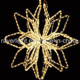 輝いたロープのクリスマスツリーの上層ライト星の空LEDライト