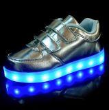 우연한 아이 LED 운동화를 비용을 부과하는 7개의 색깔