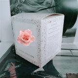 La vela del regalo fijó en el embalaje de lujo del rectángulo con el jazmín blanco del 5% sospechado