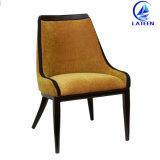 家具アルミニウムフレームの木製の模造椅子快適なファブリッククッションの販売