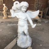 Piccole statue di marmo bianche di pietra di angelo
