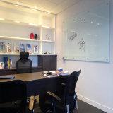 Panneau d'écriture en verre Tempered d'utilisation de bureau d'école de vente en gros de prix usine, téléconférence magnétique en verre