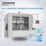 Automatique de l'eau contrôlés par le PLC l'eau pure de la gravité de l'eau de boisson Machine de remplissage de liquide