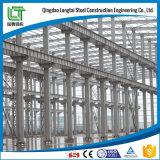 Construction en acier avec grue