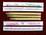 Casa usando ed imparando le bacchette di bambù