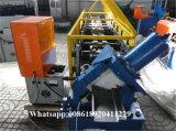 機械を形作るガレージのドアのパネル