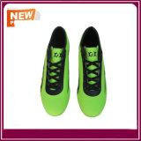 Chaussures du football du football avec la couleur verte