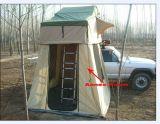 Barraca de acampamento da parte superior do telhado das fontes para o campista