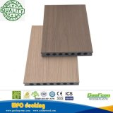 La protuberancia WPC de 2018 Co al aire libre impermeabiliza el suelo compuesto plástico de madera sacado del Decking de WPC