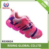 Het nieuwe Kleurrijke Geweven Vliegen van de Aankomst breit Schoenen van de Sporten van het Meisje de Toevallige