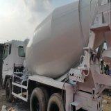 Le camion utilisé de mélangeur de Fuso a peint le camion utilisé par couleur blanche de mélangeur concret