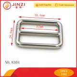 A correia profissional do metal do fabricante do projeto feito sob encomenda do logotipo Tri-Desliza as peças das curvaturas