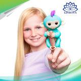 El mini dedo interactivo juega el mono del bebé de los pececillos para los juguetes educativos de los niños