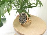 Vaciar Shell Mop un diseño elegante con anillo chapado en oro real