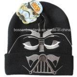 O produto da fábrica personalizou o chapéu feito malha acrílico preto bordado logotipo do Beanie do inverno