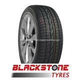 O pneu superior do triângulo marca o pneu 245/45/20 da lama do pneu do caminhão de Ligt