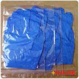 Guanto blu scuro medico a gettare del nitrile