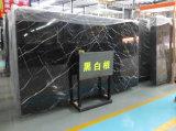 Le marbre noir oriental de veine blanche de Nero Marquina couvre de tuiles des brames de Gangsaw