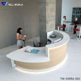 Самомоднейше и цветасто подгоняйте стол приема конструкции коммерчески