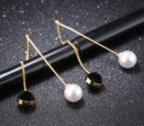 宝石類の女の子のギフトと結婚している女性のための最上質の白くか黒い模造真珠のイヤリング75mmの長い金カラー低下イヤリング