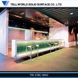 Un design moderne a conduit L-Shape Surface solide High Gloss comptoir de bar
