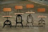 産業型のトレドのレストランの椅子を食事する木のバースツール