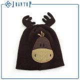 مضحكة حديث ولادة طفلة [بني] قبعة لأنّ شتاء