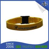 Le bracelet fait sur commande de tissu de festival de promotion avec l'échantillon libèrent