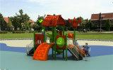 Paseo de los cabritos de los niños en las casas plásticas del coche para los cabritos para el pre-entrenamiento